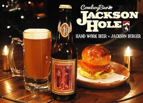ワイオミング州のジャクソンホールの町並みをそのまま再現したCowboy Bar♪