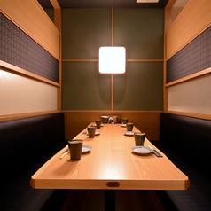 【ゆったり半個室】ソファ席の半個室はゆっくりとお寛ぎ頂けます