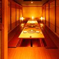 団体様のご利用にも最適です。洗練された空間は、優しく灯る間接照明が印象的な個室席です。個室席のご予約はお早めに!ゆったり2時間飲み放題コースと寛ぎの個室席で時間を忘れてお食事をご堪能いただけます◎