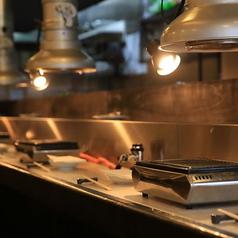 美味しい焼肉を独り占め。 お一人様や少人数でも気軽に焼肉を楽しめる♪ 気軽なカウンター席が人気です。