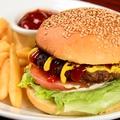 料理メニュー写真自家製KeMBY'sの定番ビーフバーガー