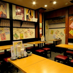 テーブルのお席はどんなシーンにも最適!広々とした店内でわいわいお食事をお楽しみ頂けます♪※画像は系列店