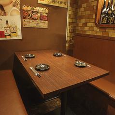 純和風の昔ながらの店内。靴を脱がなくていいテーブル席も◎