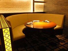 くつろげるソファーテーブル席