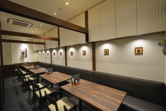 テーブル席は女子会、ランチ会、お食事会、と楽しみ方も様々。1名~30名収容可能なので、歓送迎会、忘新年会はお気軽にご相談ください。(4名様×5卓,2名様×4卓,6名様×1卓)