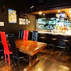 女性に人気のテーブル席荷物置きありますよ!レイアウト自由なテーブル席は少人数~団体様まで幅広くご活用頂けます◎1名様でももちろんOK!会社帰りのちょい飲みに◎美栄橋駅で飲み会や宴会なら焼き鳥や牛ヒレステーキが自慢の人気居酒屋『KAME-SUN 』で決まりっ♪