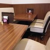 4名様でご着席頂けるテーブル席。お子様連れのご家族利用にもぴったり!隣のお席もくっつけて人数に応じてレイアウト変更もOK!