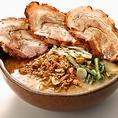 定番人気の「信州味噌 炙りチャーシュー麺」は1度は食べたい絶品メニュ-。