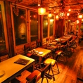 【1F】入口を開けると広がるレトロでお洒落な空間。テーブル席は人数に応じてお使いいただけます。[鹿児島/天文館/バル/飲み放題/宴会/イタリアン/肉/貸切/個室/サプライズ/誕生日/女子会/二次会/ピザ/カフェ夜カフェ]