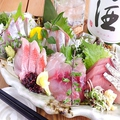 料理メニュー写真産直鮮魚の刺身5種盛り / Height of five kinds of sasshimi