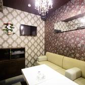 『個室』【カラオケ付】8名様までご利用可能なVIP個室。お洒落な内装は、少人数宴会や合コン、記念日使いにピッタリ!宴会が増えるこの時期に贅沢な飲み会を行いませんか。
