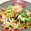 料理メニュー写真クレソンと新玉葱の揚げ牛蒡サラダ