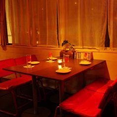 ウッド調のテーブル席は自由自在なレイアウトが可能です。人数に応じてParty使用ももちろんOK★