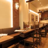 【テーブル席:4名×1】店内はとてもオシャレで落ち着いた雰囲気。2名様ようのお席や6名様用のお席など、用途に合わせてのご利用が可能です★ぜひご利用ください!