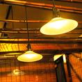 木目調で和の雰囲気が漂う店内は、落ち着いた空間。ゆったりお過ごしください。