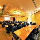 64名様までご利用いただけるテーブル席個室は、部屋を仕切ることで26名様用・38名様用の個室としてご利用可能。