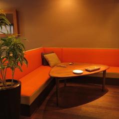人気のL字ソファー席は、ゆったりとした造りなのでデートや女子会などに人気です♪