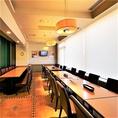 個室と個室の間ある可動式の壁を取ることで、最大150名様までご利用いただける開放感溢れる個室に。
