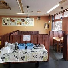テーブル席は仕切りになっており、周りの目を気にせずお食事をお楽しみいただけます!4名様テーブル3卓、6名様テーブル2卓ご用意◎