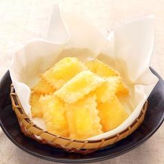 料理メニュー写真ひとくちチーズパイ/チーズベーコン巻き