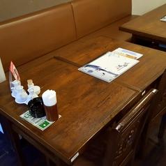 4名様まで座れるテーブル席!ソファー席ですのでゆったり座りながらお食事が可能!