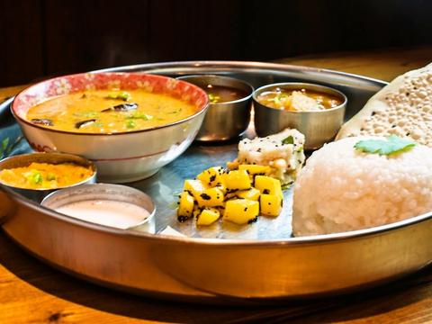 南インドに古くから伝わる薬膳カレーを日本人向けにアレンジ。まろやかなおいしさ。
