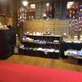 まるで旅館のような入口では手作り和小物をメインとした販売ギャラリーがお出迎え。