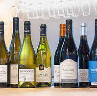 おすすめのワイン、スパークリングワインをご用意。