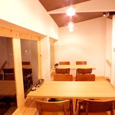 2階は4名テーブルが2つの隠れ家的空間となっております★窓側のお席で雰囲気抜群!デートでのご利用から、8名貸切で賑わっていただくのも◎