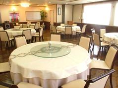 窓から光が差し込む3Fの宴会スペースは、各種パーティーやご会合など大人数でもご利用いただけます(90名様まで)。様々なシーンで、本格中華料理を是非ご堪能ください!