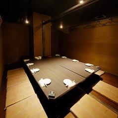 テーブルをぐるっと囲んだ掘りごたつ個室は、和の雰囲気漂うおしゃれな空間で会話も弾みます♪合コン・女子会・誕生日・同窓会・打ち上げなどにおすすめです◎