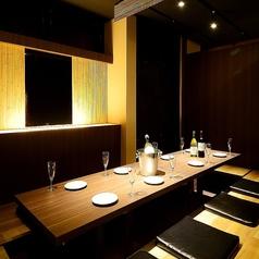 【5~8名様完全個室(掘りごたつ)】デザイナーが手掛けた落ち着いた大人空間◆掘りごたつ席は、記念日・誕生日会、デートや会社の仲間内の飲みにもご利用頂けます。当グループの自慢の空間作りはお客様のニーズに答えます。接待、合コン、歓送迎会、忘新年会にも最適な個室です。
