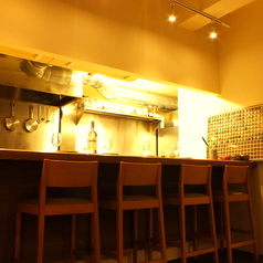オープンキッチンで、シェフとの会話を楽しみながら、ゆっくりお食事して頂けます。もちろん、お酒だけでのご利用も大歓迎です。