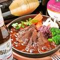 料理メニュー写真牛肉のワイン煮込み(ザワーブラーデン)