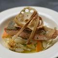 料理メニュー写真秋鮭のポワレ 根菜ヌイユ添え