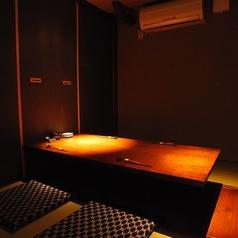 階段を降りると隠れ家個室空間2名~4名迄の個室空間です。