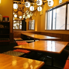名駅で掘りごたつの宴会場をお探しの幹事様必見!当店4Fは24名様までご利用頂ける掘りごたつ席をご用意しています。テーブル間の板を利用してテーブルを繋げたり離したり、レイアウトは自由自在!足をゆったり伸ばして楽しむ寛ぎ宴会に是非ご利用下さい。