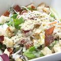 料理メニュー写真カリカリベーコンのシーザーサラダ
