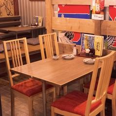 4名様掛け用のテーブル席。周りと少し区切られた空間にあります。限定2卓のみ!
