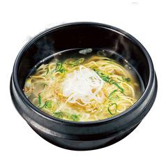料理メニュー写真石鍋ごまねぎ塩ラーメン