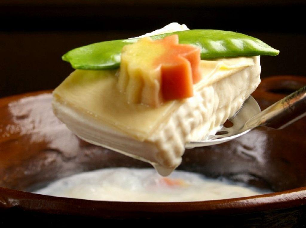 とろける湯豆腐もこれからの時期お勧めです。