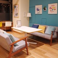 お子様やご年配のお客様も安心のソファ席!テーブルの高さも変えられるのでお好みの快適空間を♪