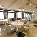 地上24階からの景色に思わずうっとりしてしまう贅沢な空間。企業宴会や結婚式二次会など団体様でのご利用もOK!最大120名様までご着席いただけます。簡易ステージの設置も可能ですので、キックオフパーティーなどにも最適です。控室のご用意もご相談ください。2時間飲み放題付@5,000~(応相談)