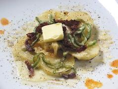 インカのめざめでジャーマンポテトのチーズ焼/究極のポテトサラダ ハモンセラーノ生ハム添え