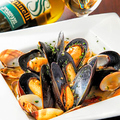 料理メニュー写真ムール貝と活アサリの白ワイン蒸し