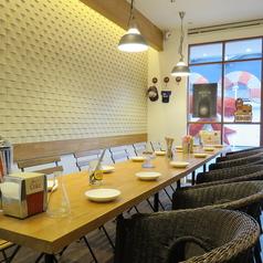 【テーブル席】明るい店内でおしゃれな雰囲気♪計3テーブルご用意しています。