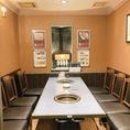 仲間内でも食事を楽しめる。6名様用席。4名以上で来店されても席が別々になることもありません。