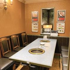 大切な仲間との食事にぴったり!2階の個室席は4名~8名まで利用可能。お医者様の接待でのご利用も多いです。