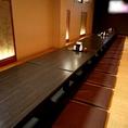 【20名様~最大40名様用】50インチ大型テレビもあるご宴会用完全個室です。珍しい一列の座敷ですので、ご主役を立てやすいお席配置が可能です♪ ご宴会歓送迎会や新年会、慶事・法事など各種宴会にご利用いただけます。