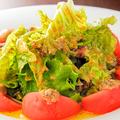 料理メニュー写真アンチョビ、トマトのサラダ(レモンドレッシング和え)